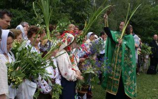13 традиций и обрядов празднования православной троицы