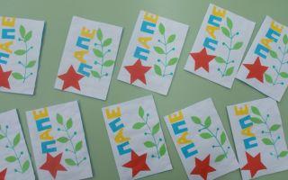 Праздник 23 февраля в младшей группе детсада — сценарий 23 февраля для детей 3-4 лет